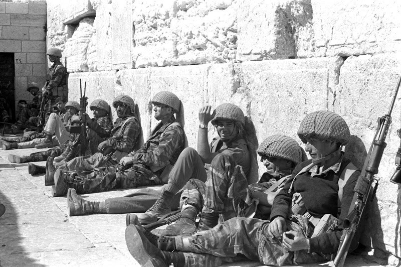 Israeli paratroopers at the Western Wall following the fall of Jerusalem during the Six Day War of 1967. Photo: IDF Archives