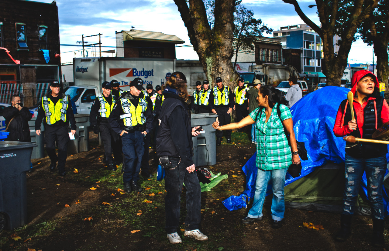 A riot squad of the VPD raid Oppenheimer Tent City